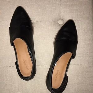 black heeled shoes w opening on sides